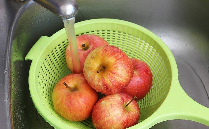 میوه ها را بشورید . / وجی اسنک