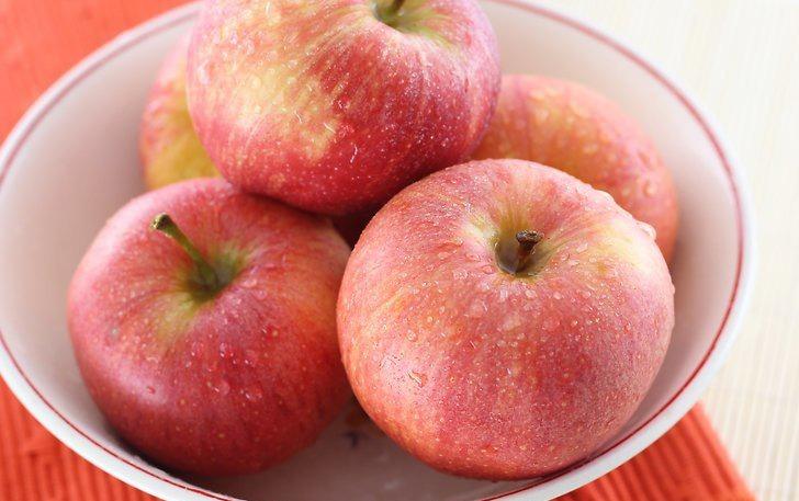 میوه هایی را انتخاب کنید که برای خشک کردن مناسبند خشک کردن میوه