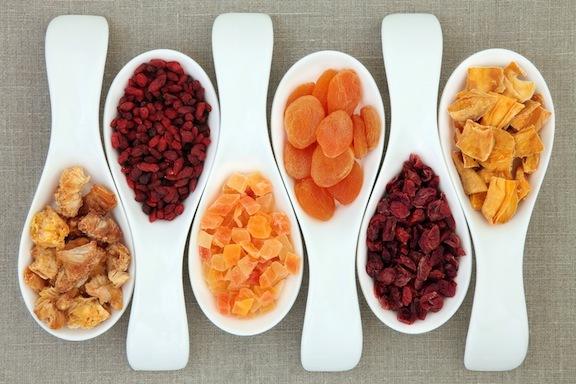 چرا میوههای خشک برای کودکان مفید هستند؟